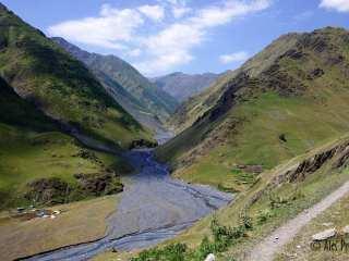Údolí řeky Kvakhidisitskali poblힾ vesnice Chontio