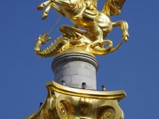 Socha svatého Jiří na náměstí Svobody v Tbilisi