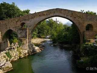 Canges de Onís, Románský most přes řeku Sellu