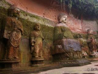Socha velkého buddhy u města Le-šan v pohoří E-mej-šan, provincie Henan