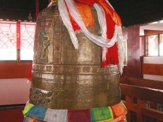 Zvon v altánu Wanfo na Mount Emei