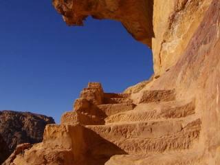 Petra, schodiště na vrchol Al-Madbah