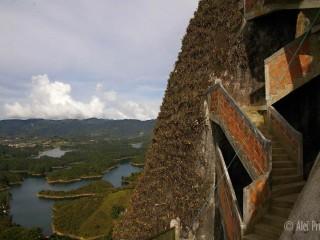 Skála la Piedra del Penol (659 schodù)