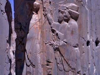 Perseopolis, Dareios I. s dvořany