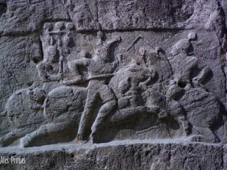Hrobka Naqsh-i Rustam, reliéf zobrazující boj Bahrama II s nepřáteli  (276–293 AD)