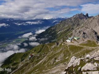 Pohled z Hafelekarspitze do údolí Inntal, Tyrolsko