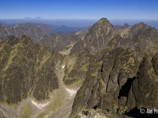 Pohled z výstupu na Gerlach, Batizovská dolina, vzadu Vysoká 2547 m