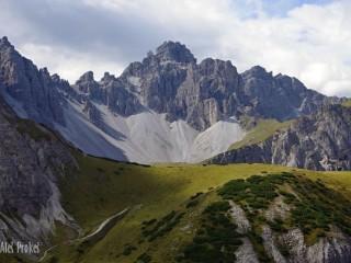 Vrchol Malgrubenspitze (2571 m), oblast Axamer, Tyrolsko