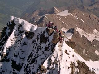 Pohled z vrcholu Grossglockner (3798 m) na přístupovou cestu od Erzherzog-Johann-Hütte