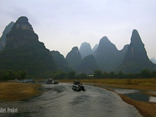 Skalní útvary v okolí řeky Li