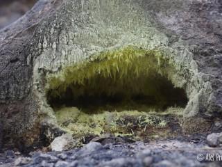 Sopečný průduch v lokalitě Kawah Putih, Západní Jáva, Indonésie
