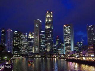 Noční Singapur pohled od Boat Quay